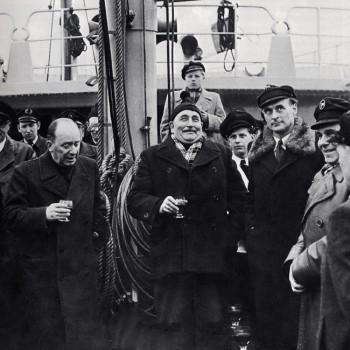 """Wilhelm Kaisen an Bord des Fischdampfers """"Bremen"""" der Nordsee, Deutsche Hochseefischerei A.G. in Bremerhaven 1953"""